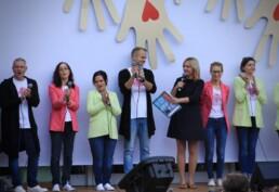 Zdjęcie, zespół wokalistów w trakcie występu