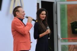 Zdjęcie, wokaliści - kobieta i mężczyzna w trakcie występu