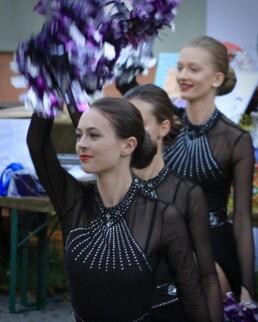 Zdjęcie, mażoretki w trakcie tańca