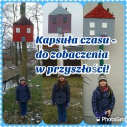 Kolaż 3 zdjęć; chłopiec stojący przy drewnianych domkach, po prawej stronie umieszczony duży napis